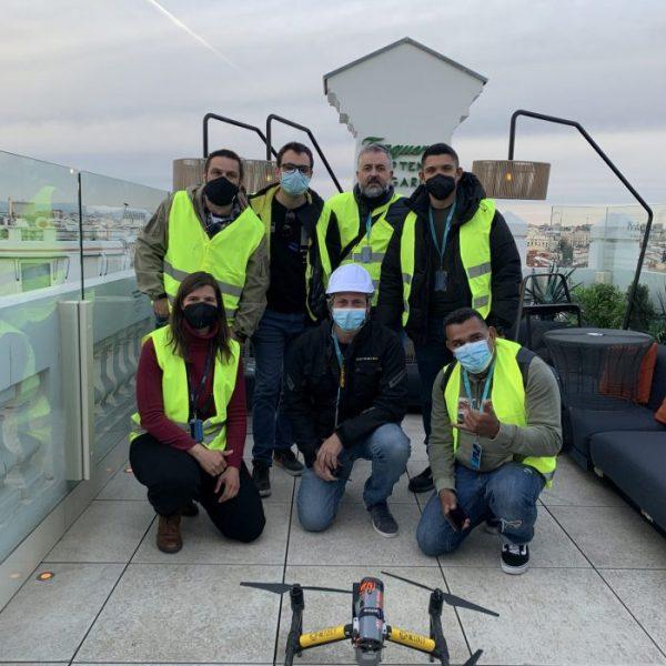 Equipo al finalizar el vuelo con Dron en Gran via Madrid